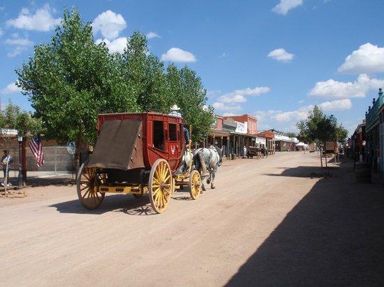 Tombstone Gunfighters: Stage coach - main street Tombstone