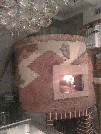 Pizzeria Mirkec: véritable four a pizza