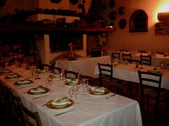 Malvarina: Sala pronta per la cena di S.Silvestro