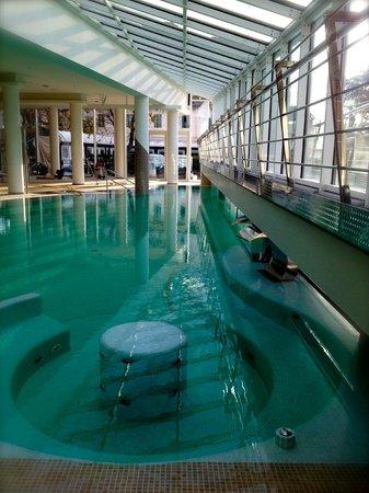Piscina panoramica esclusivamente per gli ospiti dell 39 hotel foto di hotel terme preistoriche - Terme preistoriche montegrotto prezzi piscina ...