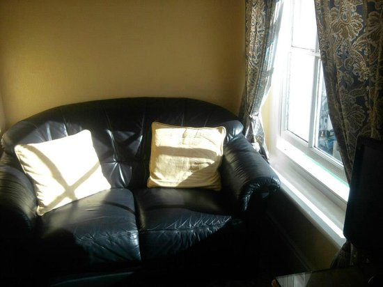 Mostyn Guest House: Comfortable seating area