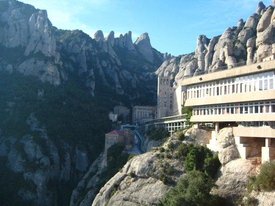 Barcelona Turisme - Afternoon in Montserrat Tour : View of Montserrat from a vista point.