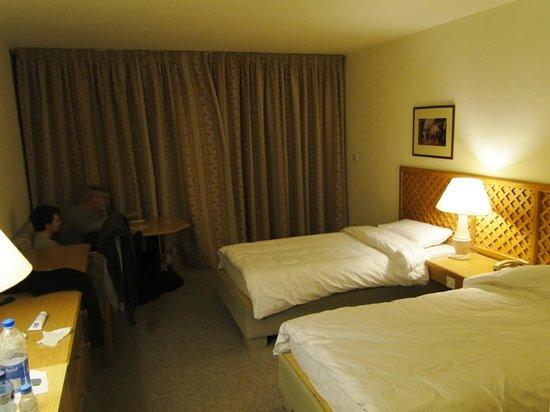 Petra Panorama Hotel: buena cama y silencio, no hacia falta adaptador en los enchufes