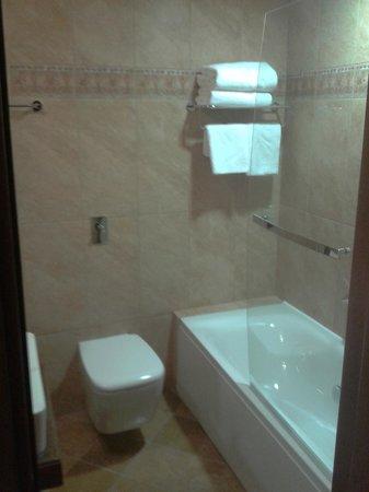 Selestina Boutique Hotel : Bathroom with jacuzzi
