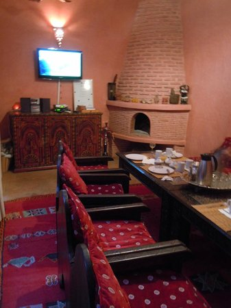 Riad Aderbaz : breakfast room