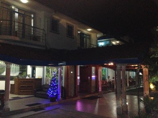 Hotel Euro Star: lobby and great outside terrace