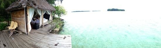 Pulau Macan Tiger Islands Village & Eco Resort: Driftwood hut ( specatacular view )