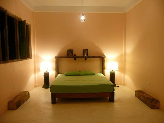 Kandy Samadhi Centre: Bedroom