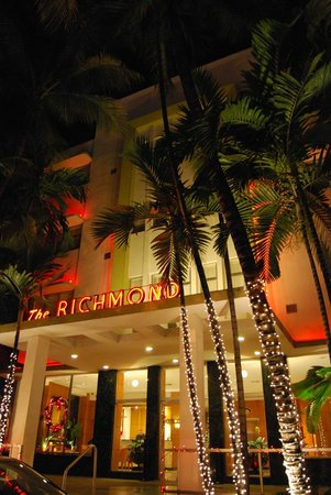 Richmond Hotel: Hotel Entrance