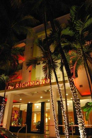 Richmond Hotel: Hotel Entrance