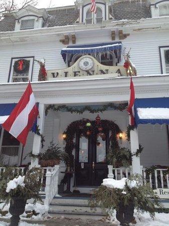 Vienna Historic Inn and Restaurant: Holiday Season at Vienna Inn