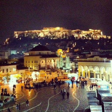 A for Athens: Vista nocturna desde Hab 23