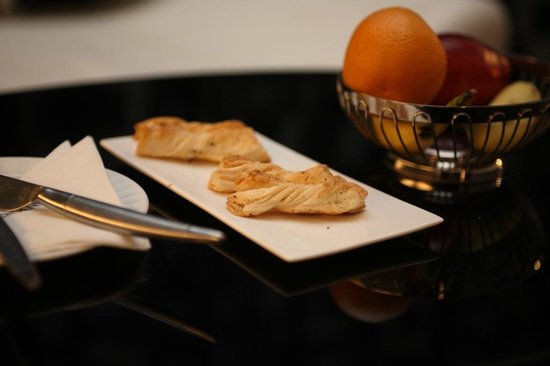Le Meridien Bangalore: nice snackl to find at the end of the day