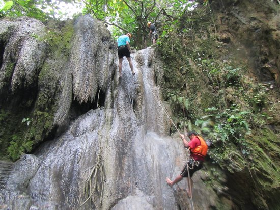 Clifftop Adventures Tour: Repelling Down