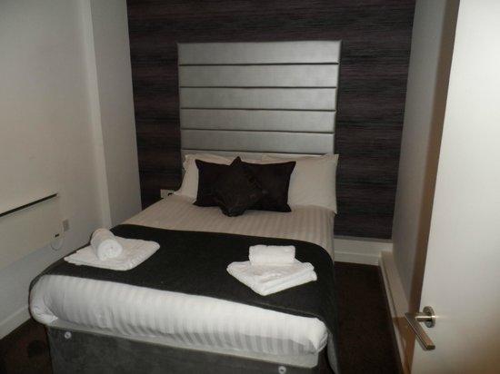 ذا لايت بوتيك أبارت هوتل: bedroom 