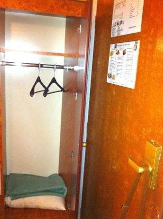 Eurohotel Paris Saint-Denis: 2 PERCHAS PARA 3 PERSONAS DURANTE 1 SEMANA.