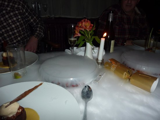 The Old Schoolhouse Inn: What an amazing experience with the table flowing with Dry ice and the smells of Christmas