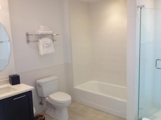 Melia Orlando Suite Hotel at Celebration: bath - sep tub and shower