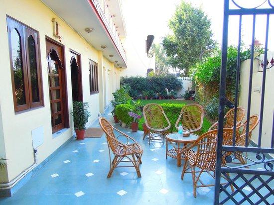 Laxmi Palace: the garden of the hotel