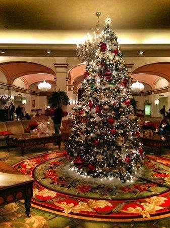 Omni Shoreham Hotel: lobby