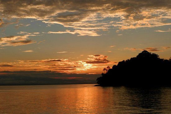 Playa Nicuesa Rainforest Lodge : Sunset over Golfo Dulce