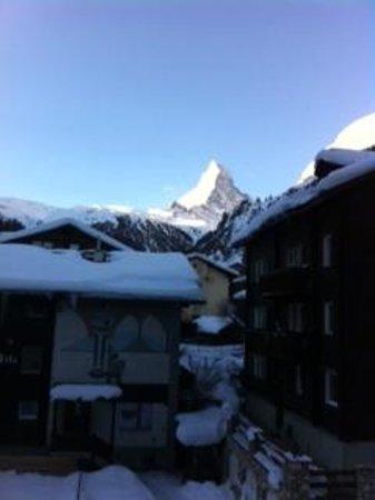 Hotel Matterhornblick : Matterhorn view from our room (9am)