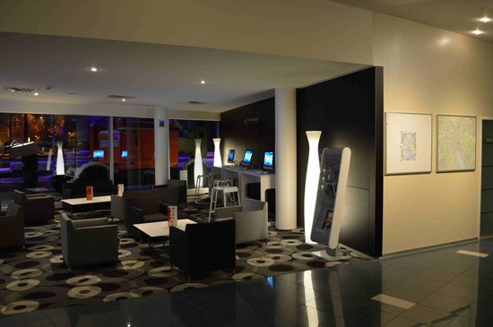 Novotel Zurich City West: Zona computer vicino alla hall