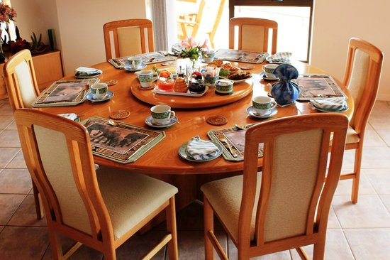Glenfinnan Guest House: Breakfast Table