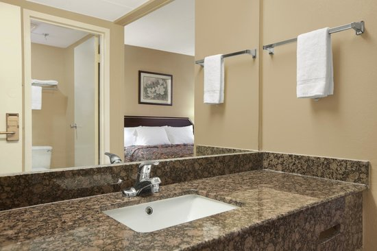 Days Inn Hagerstown: New Vanities