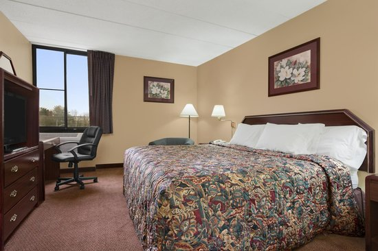 Days Inn Hagerstown: King Bed Room