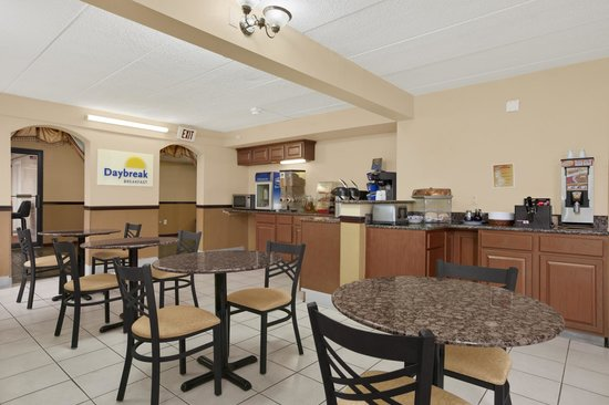 Days Inn Hagerstown: Breakfast Area