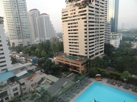 Rembrandt Hotel Bangkok: perfect location..