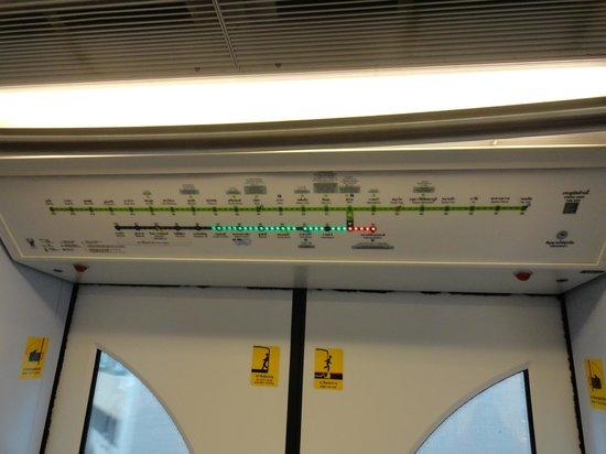 โรงแรม แรมแบรนดท์ กรุงเทพฯ: Train is easy to use much better than a cab .. just follow the green lites..