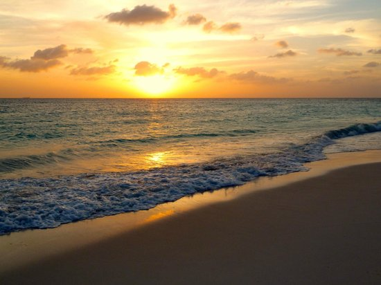 Divi Village Golf and Beach Resort: Sunset @ Eagle Beach