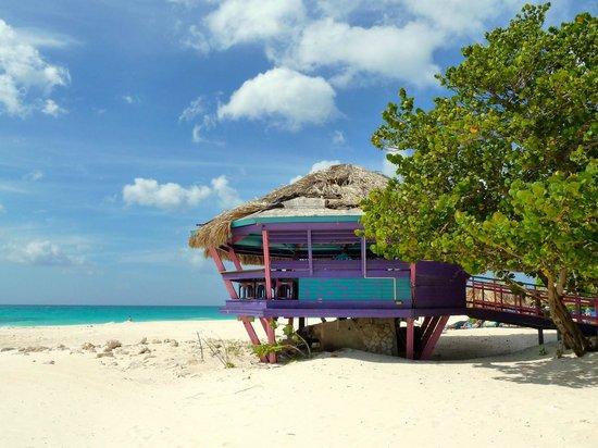 Bunker bar eagle beach picture of divi village golf - Aruba divi village golf and beach resort ...