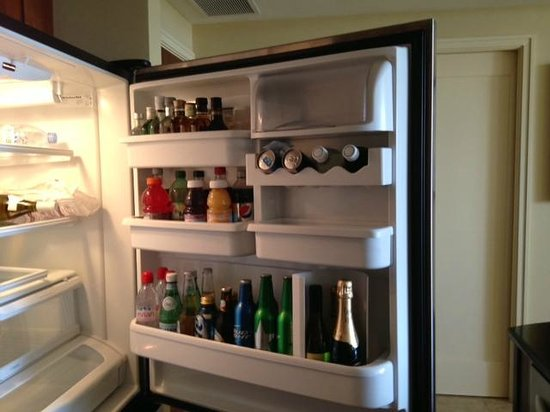 Palm Beach Marriott Singer Island Beach Resort & Spa: Well stocked fridge