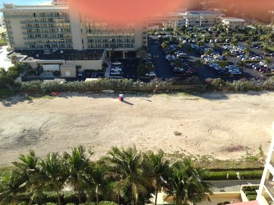 Palm Beach Marriott Singer Island Beach Resort & Spa: Ocean view! Not!