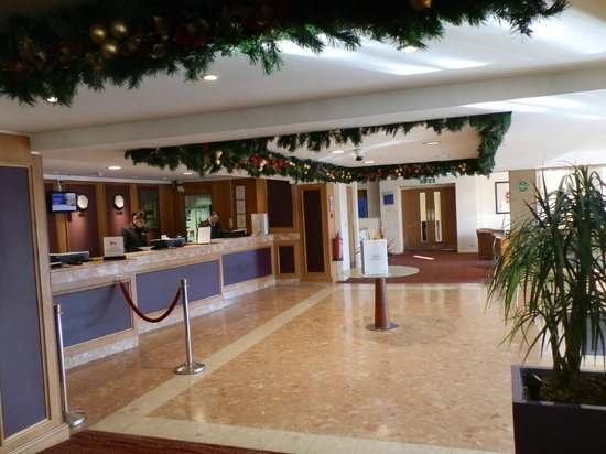 Hotel Foyer Hottingen Review : Hotel foyer picture of hilton watford tripadvisor