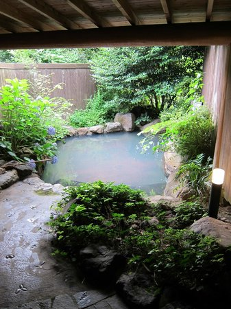 Oyado Yufunosho: One of the outdoor private onsen
