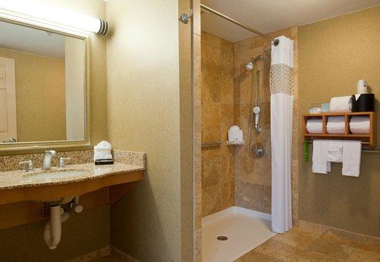 Hampton Inn Nashville / Brentwood I-65S: Roll In Shower