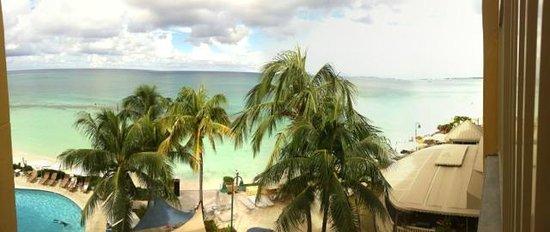 Grand Cayman Marriott Beach Resort: Junior Suite View of Beach