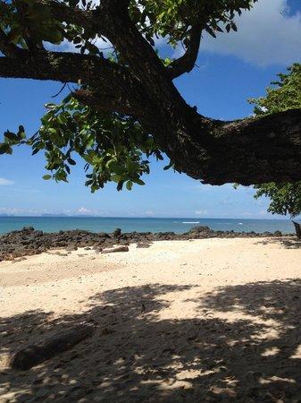 Relax Bay Resort : Clean, nice beach