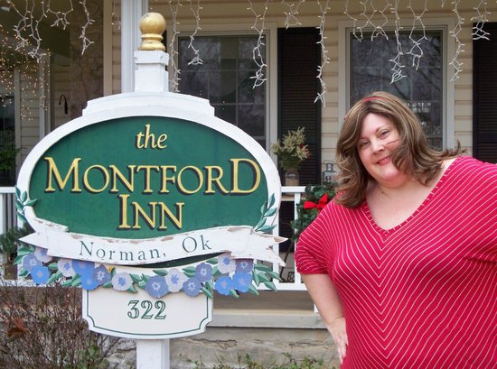 Montford Inn: Front Sign