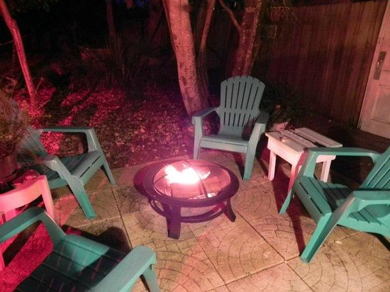 Nostalgic 1950's Panama City Beach Bed and Breakfast: Cozy Fire ..New Years Eve trip