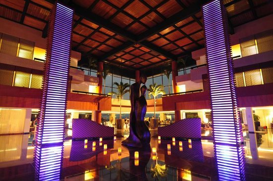 Grand Oasis Sens: Lobby