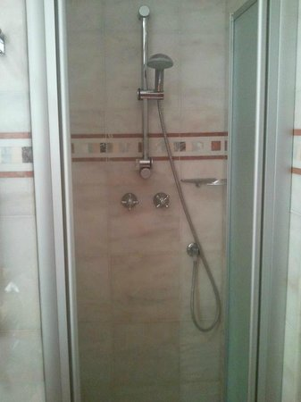 Hotel Genova: Doccia 40 x 40 cm.