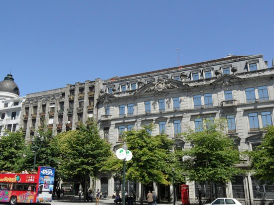 Monumento a Dom Pedro IV: fachadas