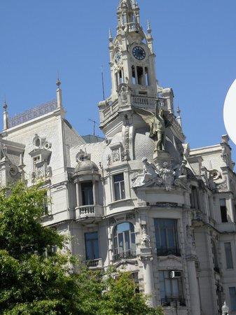 Monumento a Dom Pedro IV: promenor fachada