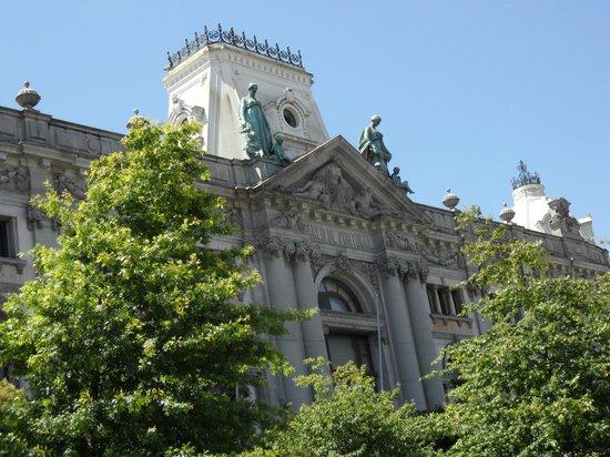 Monumento a Dom Pedro IV: banco de portugal