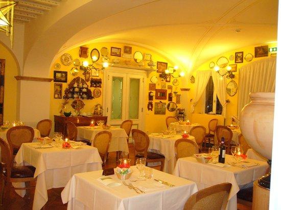 Villa Zuccari: Sala da pranzo Ristorante Le Zuppiere
